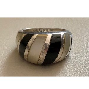 Vintage Onyx & Mother of Pearl 925 Ring Size 7 1/2
